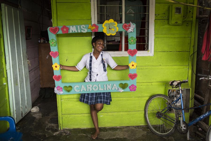 https://momentaworkshops.com/wp-content/uploads/momenta-workshops-photo-workshops-in-documentary-travel-photography-nonprofit-photojournalism-and-multimedia-Uday-Khambadkone-1.jpg